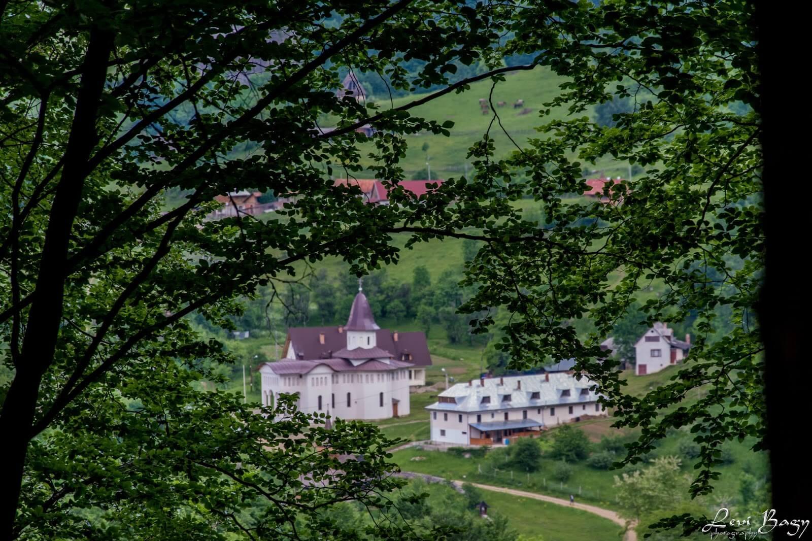 Mănăstirea Sub Piatră  - Levi Bagy Photography