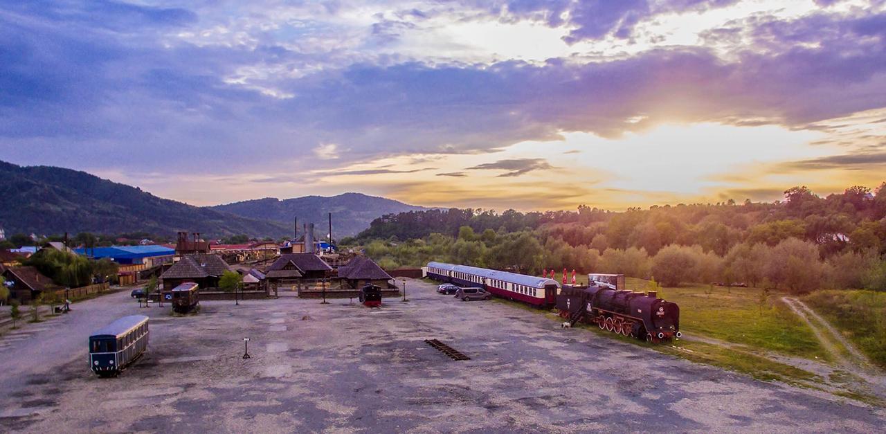 Mocanita - Valea Vaserului - parcare și hotel-restaurant