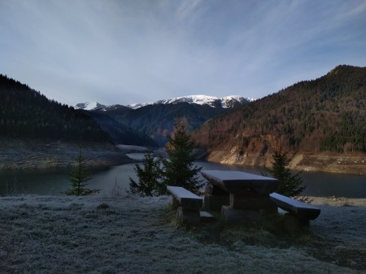 25mn img 21cr vedere de la baraj spre muntii tarcu