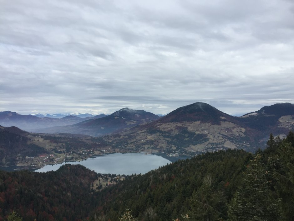 15mn img 07pr lacul colibita vazut din poiana capul dealului