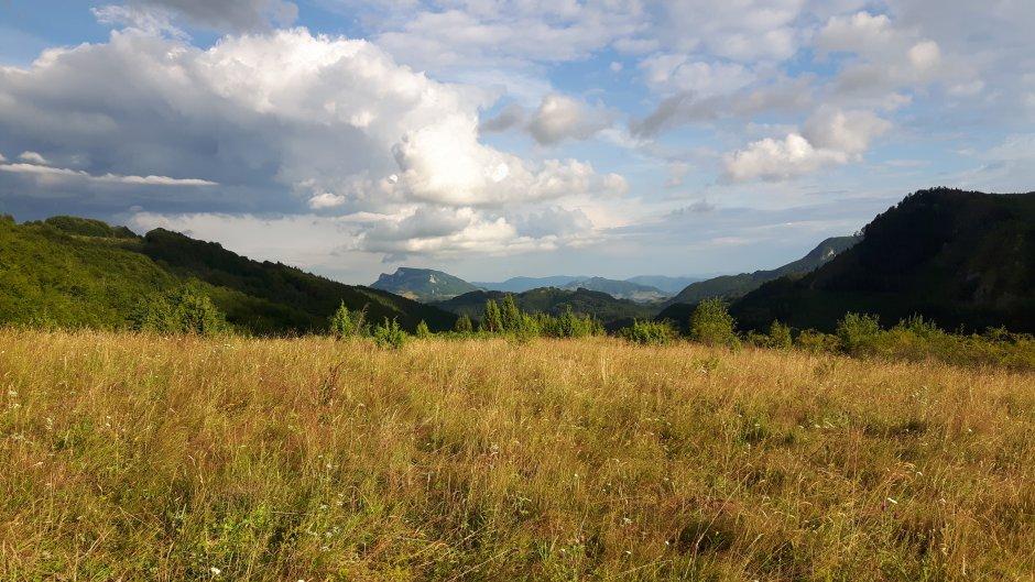 17mn img 03br masivul vulcan vazut din dealul crisului 1