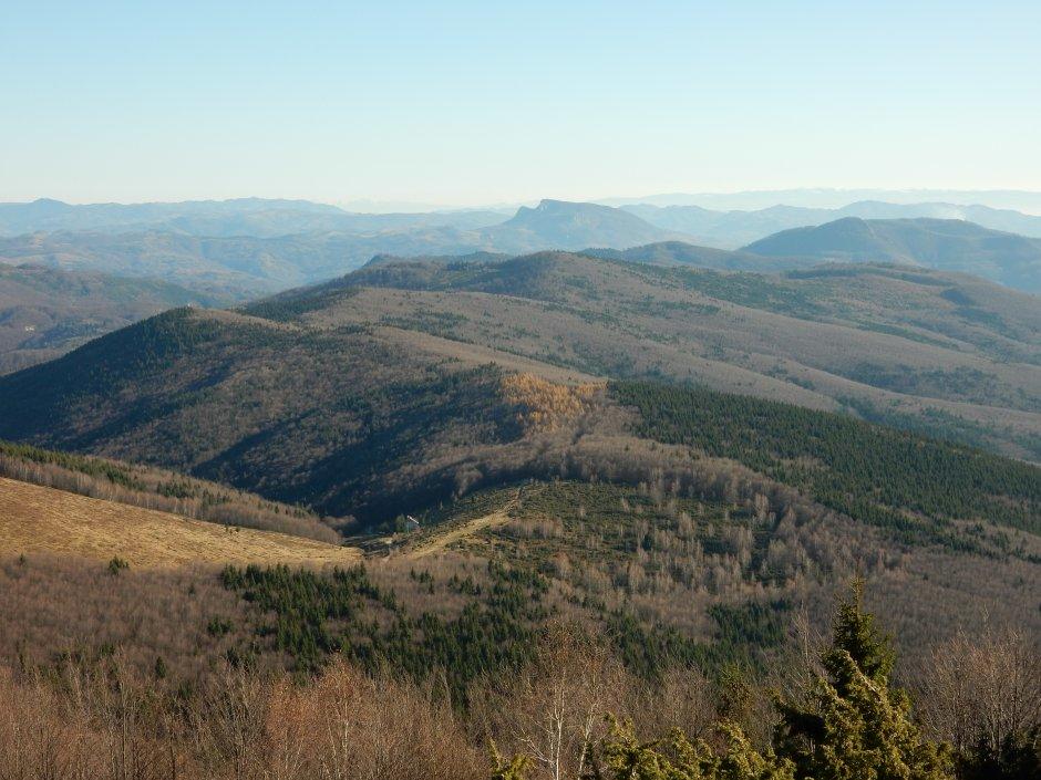 17mn img 43ba creasta spre dealul certezului vazut de sub muntele gaina cruce